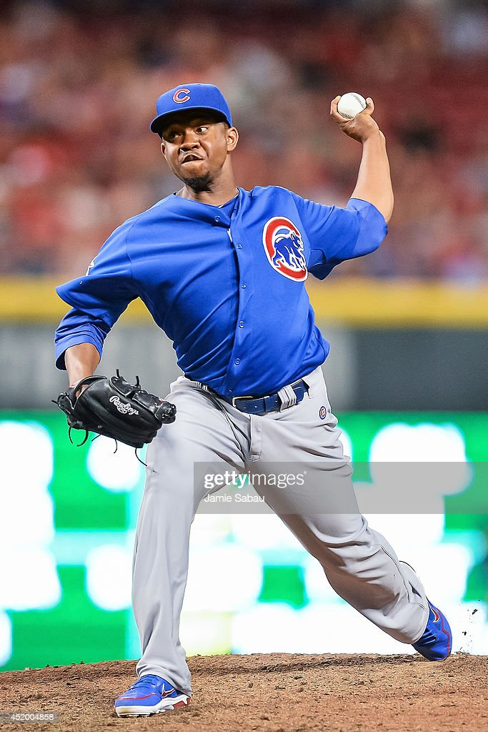 Wesley Wright #53 of the Chicago Cubs pitches against the Cincinnati Reds at Great American Ball Park on July 9, 2014 in Cincinnati, Ohio.