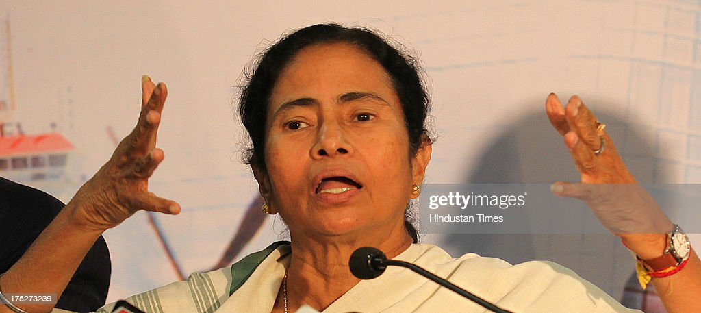 Mamata Banerjee Woos Indian Industrialists At Investor's Summit In Mumbai