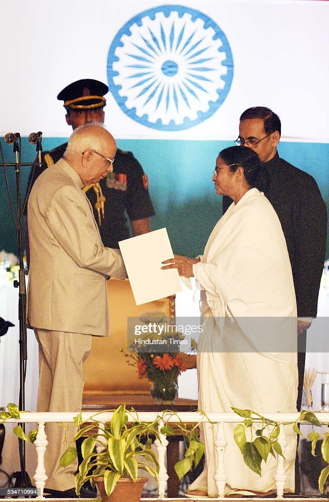 West Bengal Chief Minister Mamata Banerjee shaking hands with the Governor Kesri Nath Tripathi after taking oath at Red Road on May 27, 2016 in Kolkata, India. The presence of prominent Non-BJP Non-Congress party leaders like Arvind Kejriwal, Nitish Kumar, Lalu Yadav, Akhilesh Yadav gave air to formation of major Anti-Modi block in 2019.