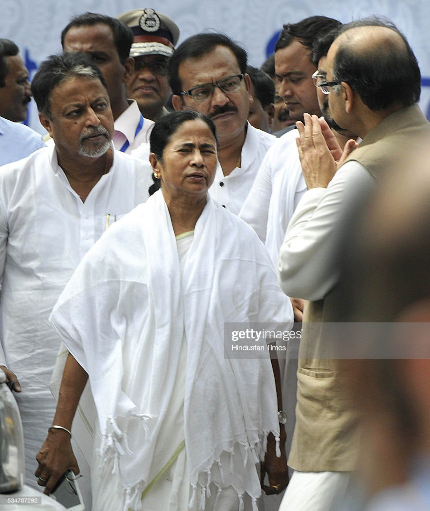 West Bengal Chief Minister Mamata Banerjee with Union Finance Arun Jaitley during her Swearing in ceremony at Red Road on May 27, 2016 in Kolkata, India. Mamata Banerjee was sworn in on West Bengal's chief minister for a second term alongwith 41 ministers. The presence of prominent Non-BJP Non-Congress party leaders like Arvind Kejriwal, Nitish Kumar, Lalu Yadav, Akhilesh Yadav gave air to formation of major Anti-Modi block in 2019.