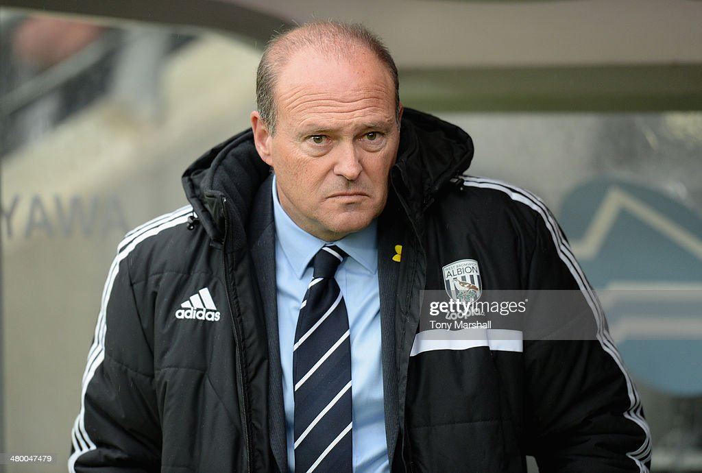 West Bromwich Albion Manager <a gi-track='captionPersonalityLinkClicked' href=/galleries/search?phrase=Pepe+Mel&family=editorial&specificpeople=3667674 ng-click='$event.stopPropagation()'>Pepe Mel</a> looks on prior to the Barclays Premier League match between Hull City and West Bromwich Albion at the KC Stadium on March 22, 2014 in Hull, England.