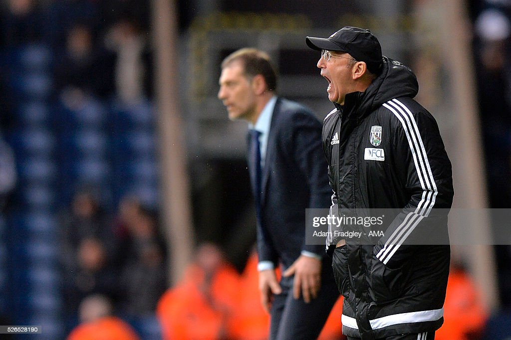 West Bromwich Albion Manager Tony Pulis shouts as West Ham United Manager Slaven Bilic looks on during the Barclays Premier League match between West Bromwich Albion and West Ham United at The Hawthorns on April 30, 2016 in West Bromwich, United Kingdom.