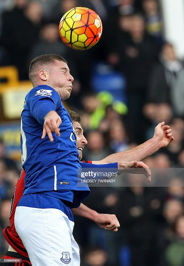 West Bromwich Albion's English defender Craig Dawson (R) vies with Everton's English midfielder Ross Barkley during the English Premier League football match between Everton and West Bromwich Albion at Goodison Park in Liverpool, north west England on February 13, 2016. / AFP / LINDSEY PARNABY / RESTRICTED TO EDITORIAL USE. No use with unauthorized audio, video, data, fixture lists, club/league logos or 'live' services. Online in-match use limited to 75 images, no video emulation. No use in betting, games or single club/league/player publications. /
