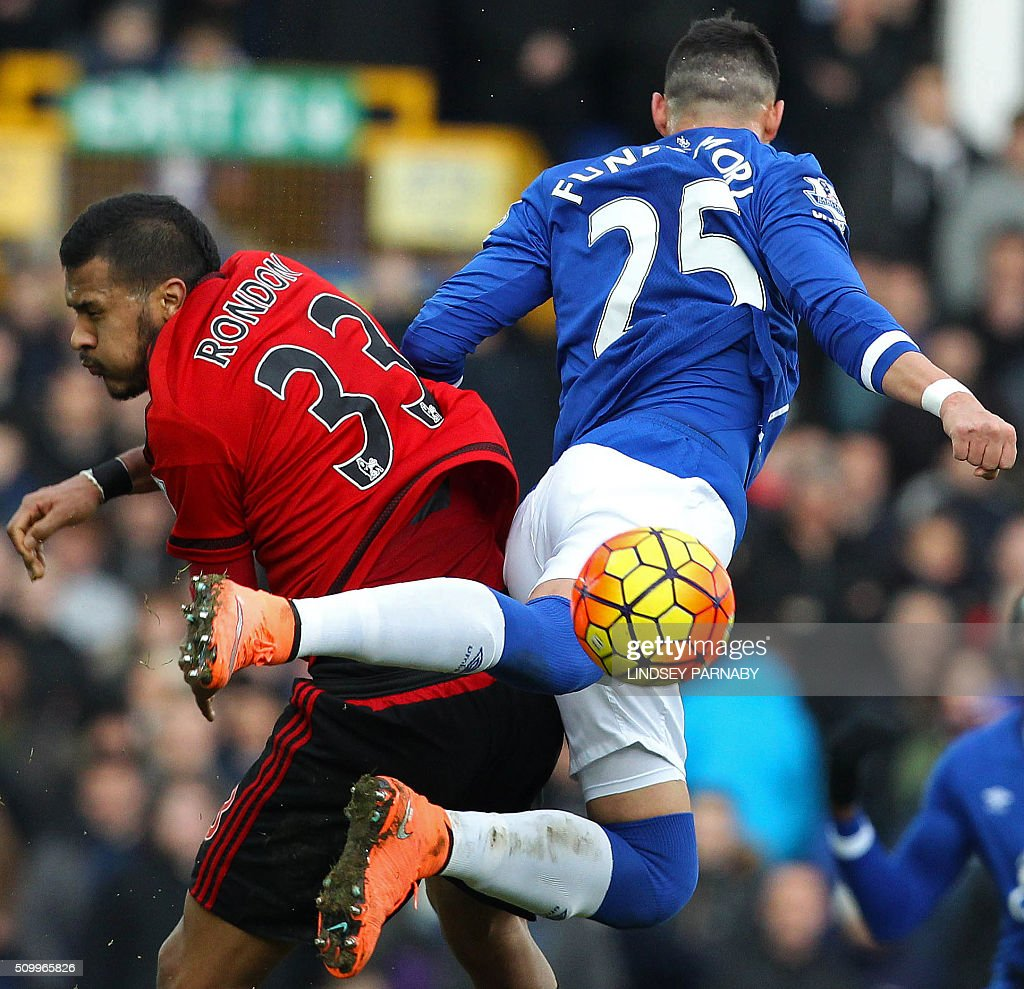 West Bromwich Albion's Venezuelan striker Salomon Rondon (L) vies with Everton's Argentinian defender Ramiro Funes Mori during the English Premier League football match between Everton and West Bromwich Albion at Goodison Park in Liverpool, north west England on February 13, 2016. / AFP / LINDSEY PARNABY / RESTRICTED TO EDITORIAL USE. No use with unauthorized audio, video, data, fixture lists, club/league logos or 'live' services. Online in-match use limited to 75 images, no video emulation. No use in betting, games or single club/league/player publications. /