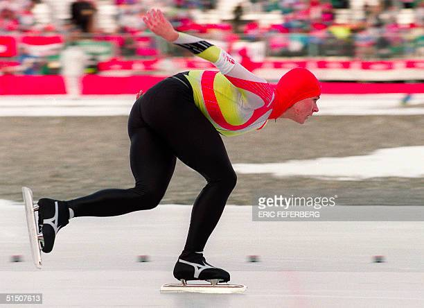 West German speed skater Gunda Niemann glides around a curve during the women's 5000m at the Winter Olympic Games 17 February 1992 in Albertville...