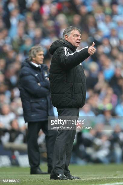 West Ham United manager Sam Allardyce gives the thumbs up from on the touchline