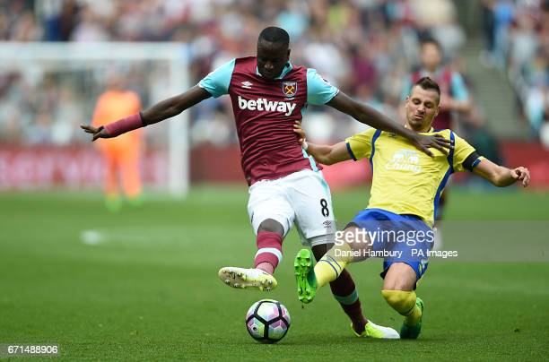 West Ham United's Cheikhou Kouyate and Everton's Morgan Schneiderlin battle for the ball during the Premier League match at London Stadium