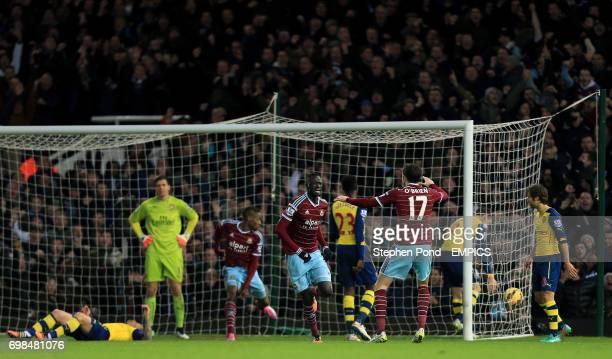 West Ham United's Cheikhou Kouyate celebrates his goal
