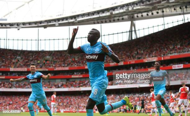 West Ham United's Cheikhou Kouyate celebrates scoring his side's first goal of the game
