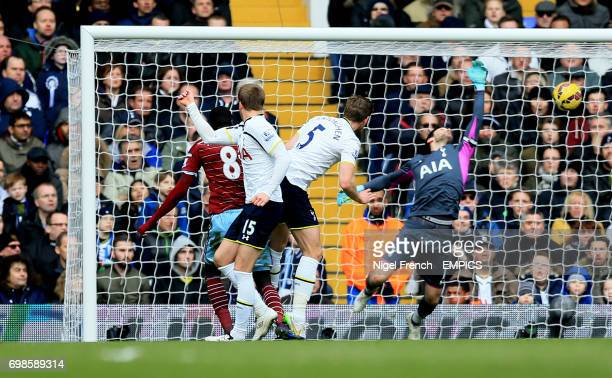 West Ham United's Cheikhou Kouyate scores his sides first goal of the game against Tottenham Hotspur