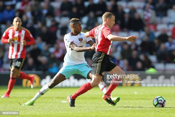 West Ham United's Edimilson Fernandes and Sunderland's Lee Cattermole during the Premier League match between Sunderland and West Ham United at...