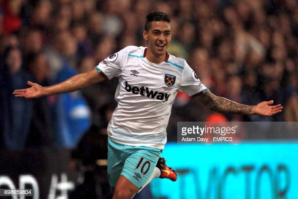 West Ham United's Manuel Lanzini celebrates scoring his side's first goal of the game
