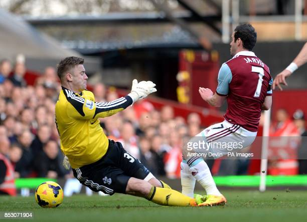 West Ham United's Matthew Jarvis scores his side's first goal of the game past Southampton goalkeeper Artur Boruc