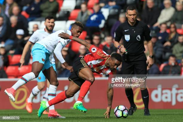 West Ham United's Swiss midfielder Edimilson vies for the ball with Fernandes Sunderland's Frenchborn Tunisian midfielder Wahbi Khazri during the...