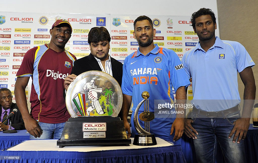 West Indies cricket team captain Dwayne Bravo, Celkon mobile India executive director Murali (only one name), Indian cricket team captain Mahendra Sing Dhoni and Sri Lankan cricket team captain Angelo Mathews unveil Celkon Tri-Nation series cup during a ceremony in Kingston on June 27, 2013. Sri Lanka will face West Indies in the first match of a Tri Nation series involving India too. AFP PHOTO/Jewel Samad