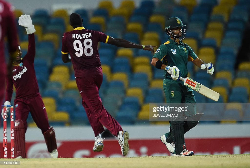 West Indies cricket team captain Jason Holder (#98) celebrates dismissing South African batsman Jean-Paul Duminy (R) during the 9th One Day International match of the Tri-nation Series between South Africa and West Indies at the Kensington Oval stadium in Bridgetown on June 24, 2016. / AFP / Jewel SAMAD
