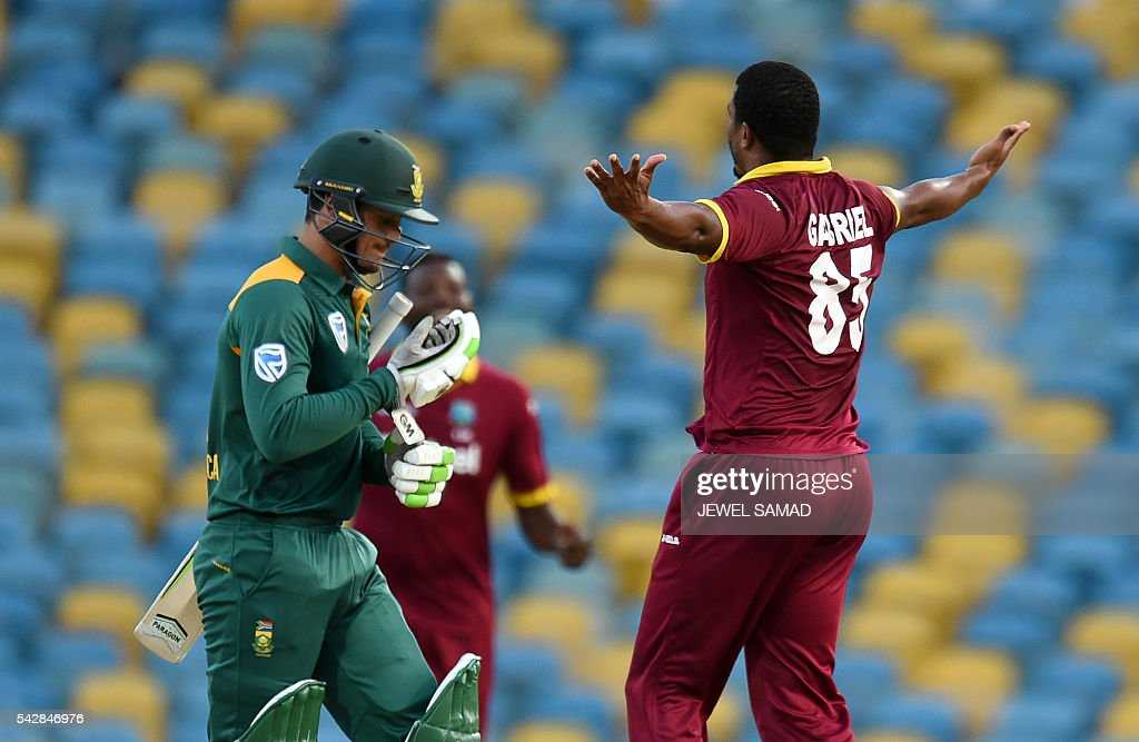 West Indies cricketer Shannon Gabriel (R) celebrates dismissing South African batsman Quinton de Kock (L) during the 9th One Day International match of the Tri-nation Series between South Africa and West Indies at the Kensington Oval stadium in Bridgetown on June 24, 2016. / AFP / Jewel SAMAD