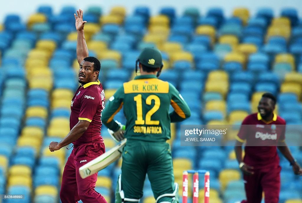 West Indies cricketer Shannon Gabriel (L) celebrates dismissing South African batsman Quinton de Kock (#12) during the 9th One Day International match of the Tri-nation Series between South Africa and West Indies at the Kensington Oval stadium in Bridgetown on June 24, 2016. / AFP / Jewel SAMAD