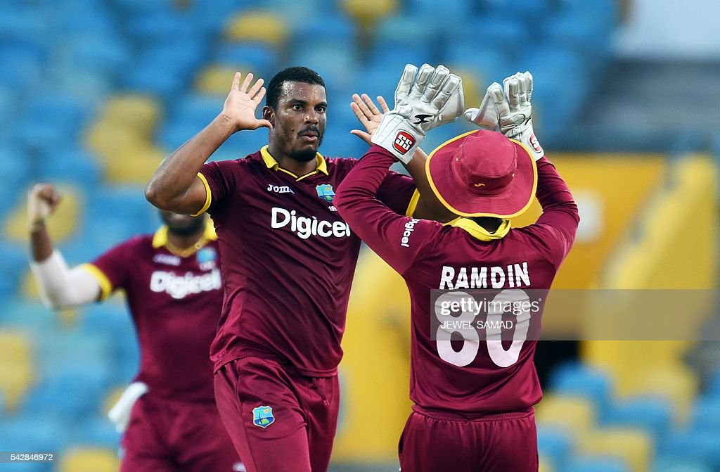West Indies cricketer Shannon Gabriel (C) celebrates with teammate Denesh Ramdin (R) after dimissing South African batsman Faf du Plessis during the 9th One Day International match of the Tri-nation Series between South Africa and West Indies at the Kensington Oval stadium in Bridgetown on June 24, 2016. / AFP / Jewel SAMAD