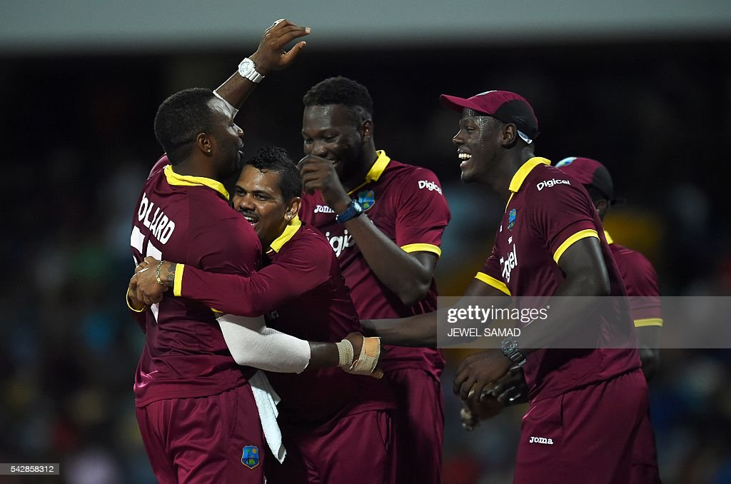 West Indies cricketers celebrate after dismissing South African batsman Chris Morris during the 9th One Day International match of the Tri-nation Series between South Africa and West Indies at the Kensington Oval stadium in Bridgetown on June 24, 2016. / AFP / Jewel SAMAD