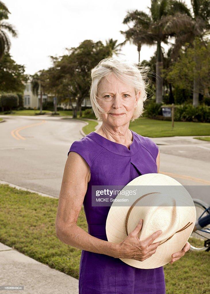 West Palm Beach (Florida), Sunday, February 5, 2012: meeting with Mimi ALFORD, 69, student of the JFK attitude smiling face of Mimi holding his hat. Now retired, she and her husband rented a house there during the winter. 19 years young intern arrived in 1962 the press office of the presidency has the White House, Mimi has lived several months romance with President John F. Kennedy, then 45 years of age. Fifty years later, she tells her story in the book 'A singular love story', by Oh! Editions.