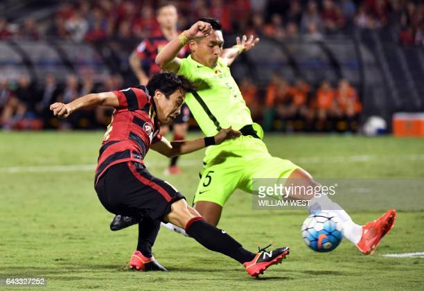 Western Sydney Wanderers player Kusukami vies for the ball with Urawa Red Diamonds player Makino Tomoaki during their AFC Champions League football...