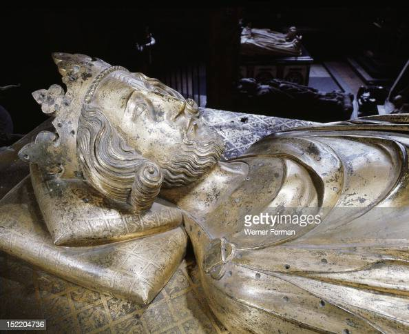 Westminster Abbey Tomb of Henry III commissioned by his son Edward I in about 1291 The gilt bronze effigy by William Torel is set on a high plinth by...