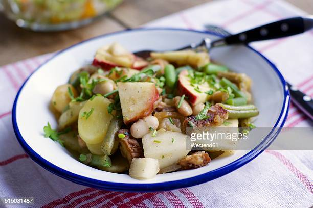 Westphalian blind hen, Traditional Westphalian stew with potatoes, white beans, green beans, apple, pear and tempeh