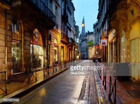 wet downtown street : Foto de stock
