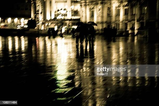 Piscine Wet de nuit à Paris. Mouvement flou.