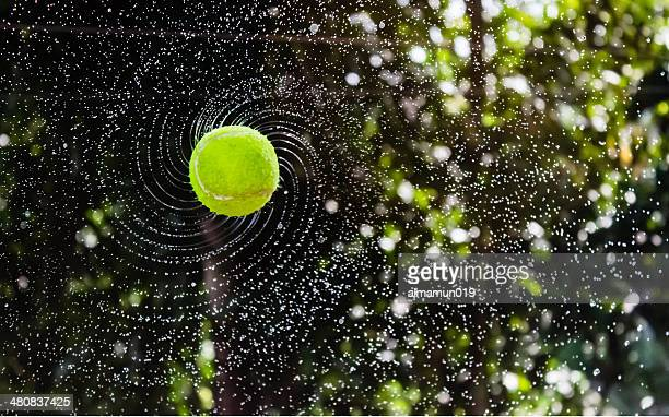 Bangladesch, Tennis ball fliegt durch air