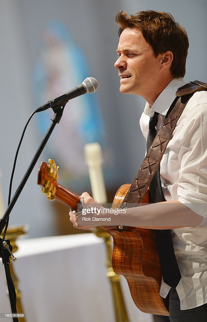 'What I already Know' performed by Bryan White during the memorial service for Mindy McCready at Cathedral of the Incarnation on March 6, 2013 in Nashville, Tennessee. McCready was found dead from an apparent suicide on February 17, 2013 at her home in Heber Springs, Arkansas.