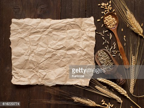 Wheat and spelt on wooden background : Stock Photo