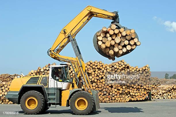 Wheel loader - Lumber industry