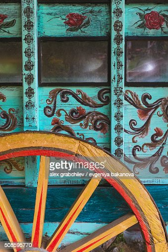 Wheel Of Gypsy Caravan Outdoors : Foto de stock