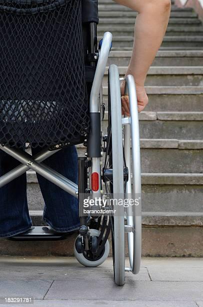 Barriera foto e immagini stock getty images for Vecchio in sedia a rotelle