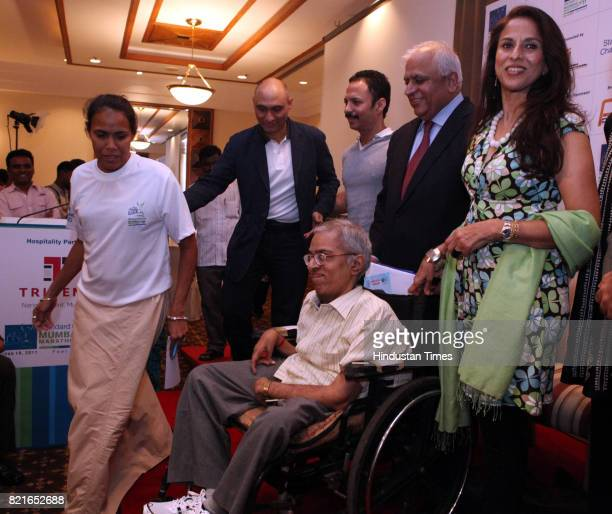 Wheelchair category participant Sankara Raman with Mumbai Marathon event ambassador Catherine Freeman and other members of the Dream Team