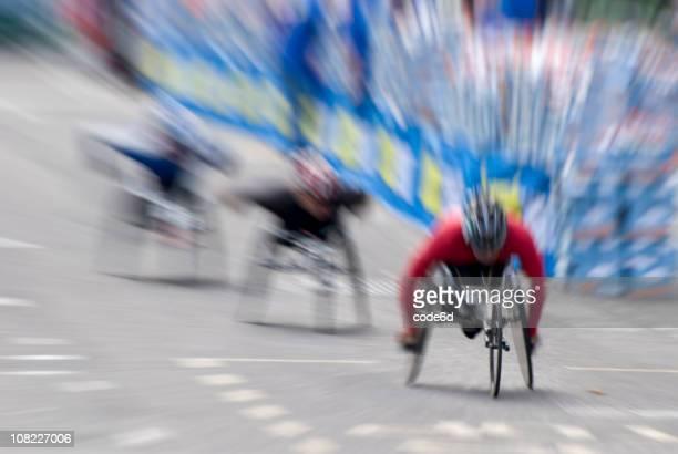 Sedia a rotelle maratona corridori durante la corsa, Motion Blur