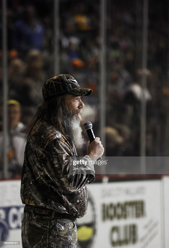 While in Moline, Illinois, home of the Quad City Mallards, Duck Dynasty's Mountain man - aka Tim Guraedy - was on hand to drop the puck in the second game of a two game tilt against the Brampton Beast. The Brampton Beast hockey club, playing out of the Powerade Centre, is in its first year in the Central Hockey League.