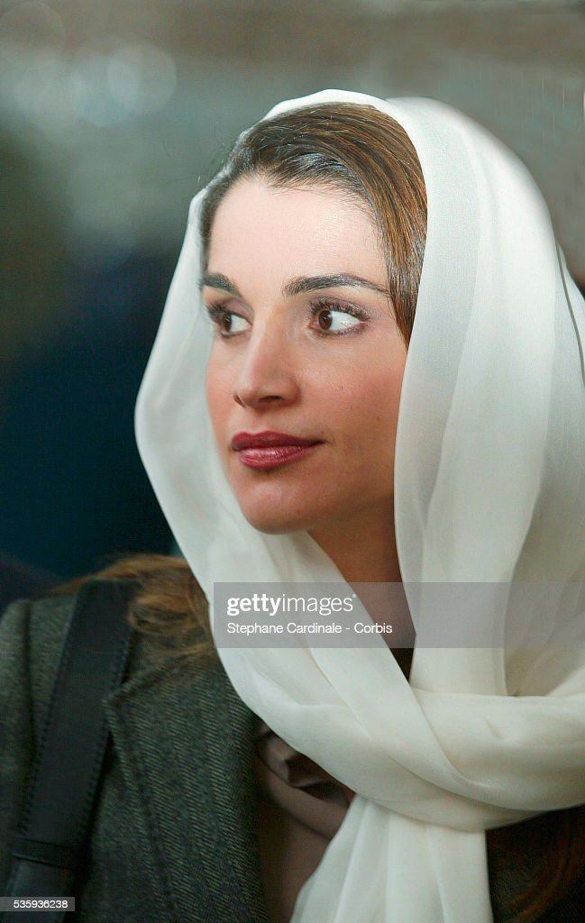 While visiting France Queen Rania of Jordan went to Paris' Grande Mosque She was received by the mosque's state superintendant of education Dalil...
