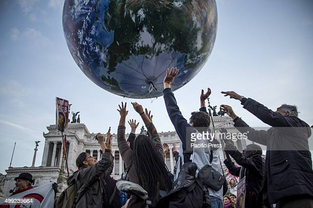 Whilst the UN delegates discuss the issues of the climate of the planet in Paris many cities of the world organized events and demonstrations for...