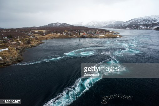Whirlpool and Tidal Currents in the Saltstraumen Maelstrom