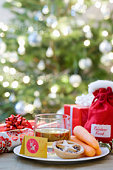 Whisky,  mince pies and carrots in front of christmas free