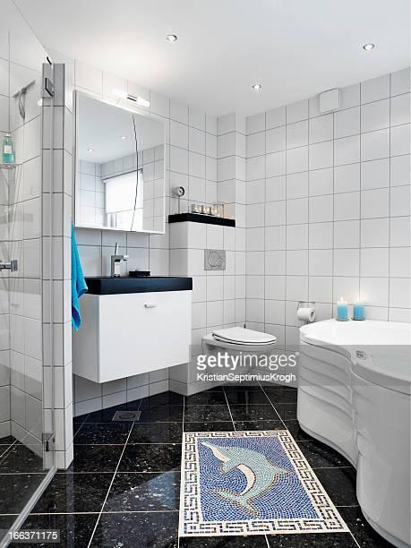 Salle de bains blanche.