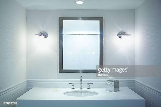 Weißes Badezimmer