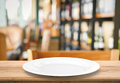 3d rendering white empty dish on wooden table