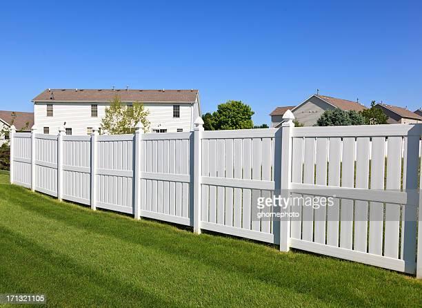 Cerca em branco de quintal