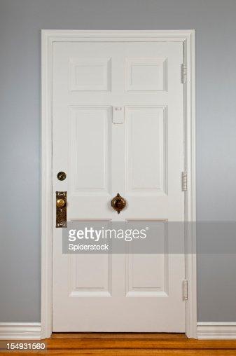 Blanc porte d'entrée
