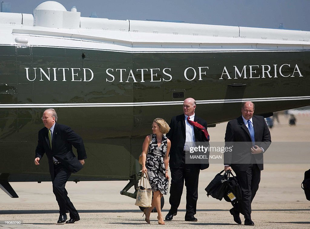 White House Deputy Chief of Staff Karl Rove (L) runs towards US President George W. Bush beside Deputy Press Secretary Dana Perino (2L) and White House Deputy Chief of Staff Joe Hagin (R) prior to boarding Air Force One 13 August 2007 at Andrews Air Force Base in Maryland. Rove and hs family will be vacationing with US President George W. Bush at his Crawford, Texas ranch. Rove will be resigning at the end of August. Man (2R) is a Secret Service agent. AFP PHOTO/Mandel NGAN