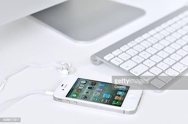White iPhone 4 、ヘッドフォン